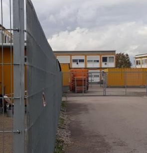 Umzäuntes Ankerzentrum. Foto: Bayerischer Flüchtlingsrat