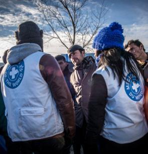 Volunteers meet migrants in Calais ©Olivier Papegnies