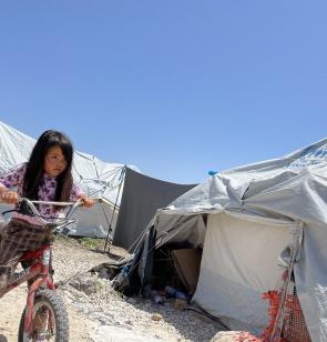 Die Zelte im Flüchtlingslager Kara Tepe 2 auf der Insel Lesbos bieten kaum Schutz vor Wind und Wetter. Foto: Chris Schmid