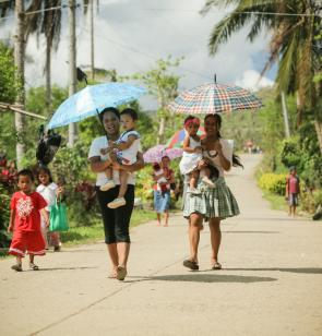 Frauen auf den Phillipinen. Foto: Sebastien Duijndam