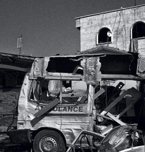 Zerstörter Krankenwagen in Syrien