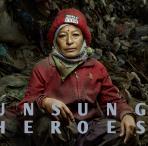 Nepalesische Müllarbeiterin. Foto: Denis Rouvre
