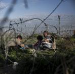 Durch das EU-Türkei-Abkommen sitzen Tausende Menschen unter entwürdigenden Bedingungen in Griechenland fest. Foto: Olmo Calvo